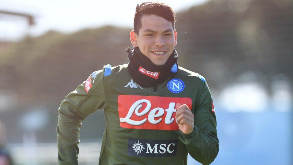 Hirving Lozano, durante una práctica con el Napoli